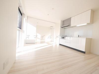 白を基調にした明るい空間です。リビングと一体化できる洋室8帖