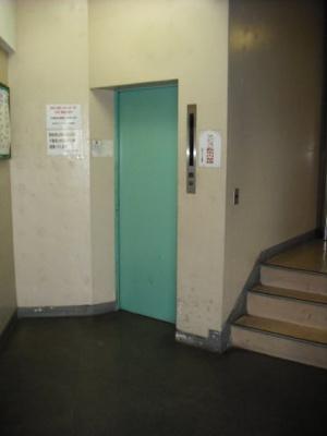 エレベーター付き。