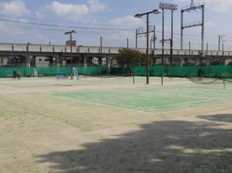 近くのテニスコート