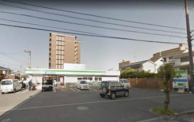 ファミリーマート岩崎二丁目店 209m
