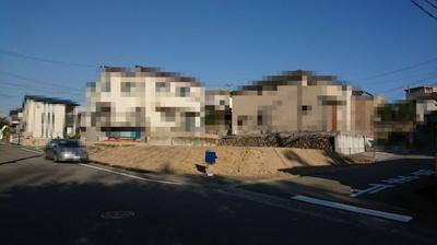 【前面道路含む現地写真】明石市松が丘3丁目 2号棟 新築戸建