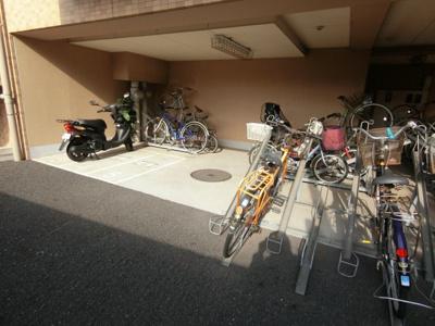 自転車、バイク置き場