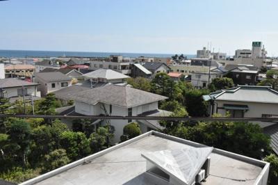 屋上からの眺望の良さと開放感を現地でご確認ください。