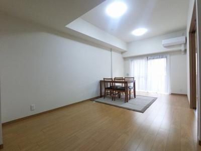 4階南向き・角部屋住戸につき陽当たり良好です。 独立性の高い洋室は子供部屋、書斎など多目的利用が可能。全居室収納有り♪