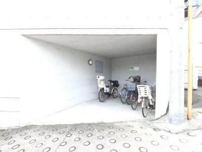 自転車置き場です。 雨が降っても安心です。