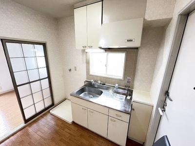 クローゼットのある南西向き洋室6.2帖のお部屋です!お洋服の多い方もお部屋が片付いて快適に過ごせますね♪