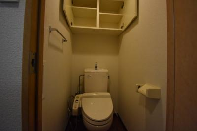トイレ収納充実です。