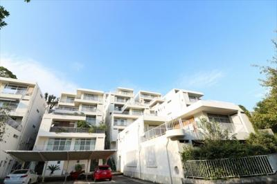 阪急御影駅徒歩6分 緑豊かな住宅地にございます。