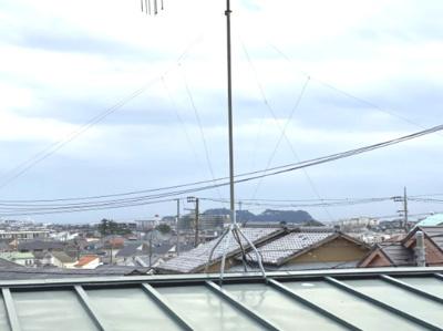 ルーフバルコニーから江ノ島を一望
