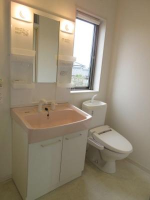 ※イメージ コンパクトで使いやすいトイレです
