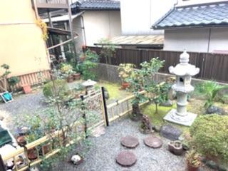 南側の庭は10坪以上と広く、日当たり良好です