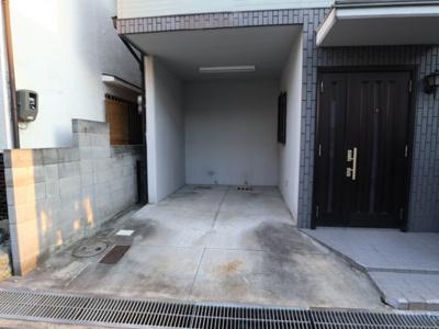 【駐車場】吹東町3階建て貸家