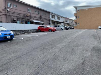 駐車場があるので、車を買う予定の方も安心です 【COCO SMILE ココスマイル】