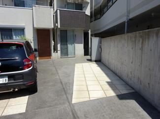 車をお持ちの方に嬉しい駐車場付き電気自動車用200V完備の物件です