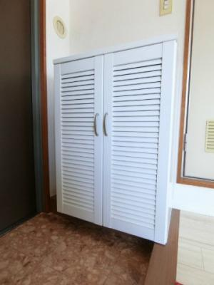 シューズボックス付きで玄関すっきり片付きます!シューズボックス上部は飾り棚や小物置き場として活用できます♪