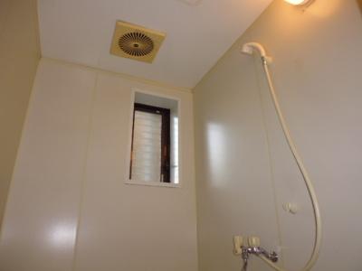 浴室換気扇 浴室窓