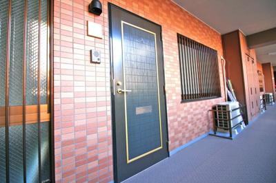 《共用廊下》一度、実際にご覧になってみませんか?暮らしやすい周辺環境も含め、スタッフがご案内いたします。お家探しの第一歩としてでも大丈夫です(^^)/お気軽にお問い合わせ下さいね♪