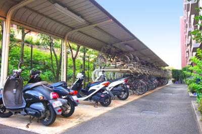 バイク置場や自転車置き場もあります※バイク置場:1500円/月(32台)〔駐車場等の空き状況は都度要確認〕