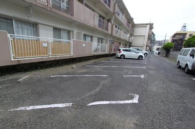 【駐車場】銀杏ハイツ