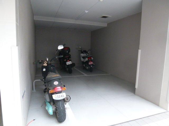 バイク置き場です