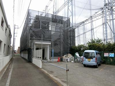 コンビニ・スーパー・ドラッグストアが近くて便利な立地の3階建てマンションです♪2沿線利用できる「日吉」駅や慶応義塾大学まで徒歩圏内♪