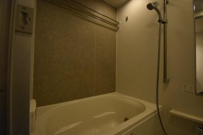 余裕の広さがあるお風呂 追い炊き 浴室乾燥ついてます