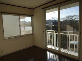 2階 洋6 窓からは川沿いの桜が観えます。