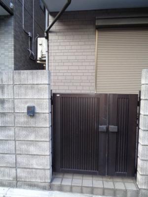 【エントランス】弥生町二丁目戸建て