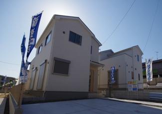 3号棟 現地(2020年4月)撮影 堂々完成しました! 敷地面積186.64㎡(56.45坪)。 駐車2台可能です。