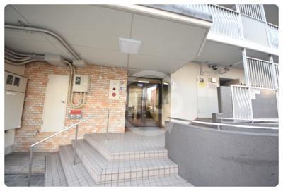 上本町第2ガーデンハイツ 玄関口
