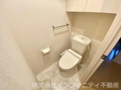 収納も完備のトイレ