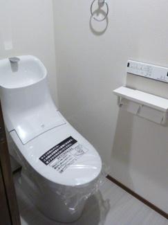 温水洗浄機付きトイレです(*'▽')