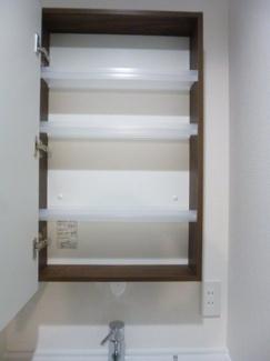 洗面台鏡裏収納があります(^^)/隠す収納可能です♪