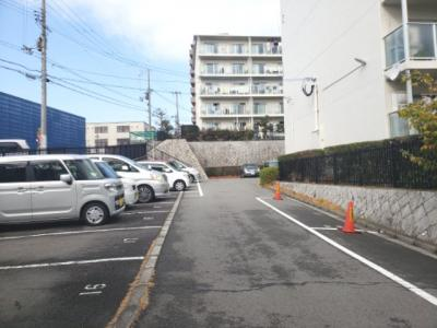 敷地内駐車場☆神戸市垂水区小束山 小束山住宅2号棟☆