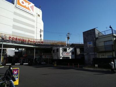 雑色駅前広場の中です。