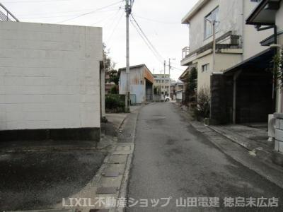 【前面道路含む現地写真】徳島市下助任町2丁目 土地