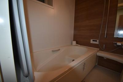 余裕の広さがあるお風呂 追い炊き 浴室乾燥ついてます。