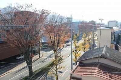 既存建物屋上からの見た前面道路