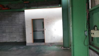 向かって左倉庫のおトイレ(入って右側)