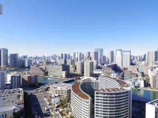 バルコニーから東京タワーが望めます。