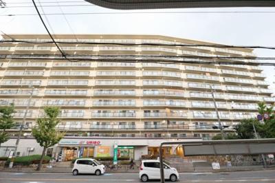【現地写真】鉄骨鉄筋コンクリート造の 435戸の大型マンション♪