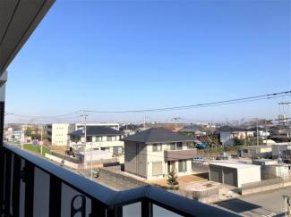 バルコニーからの展望。 高い建物はないので、良好な眺望です。