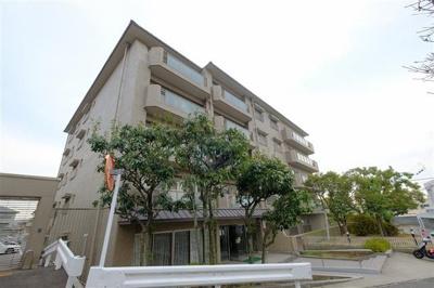 阪急御影駅より徒歩9分 緑豊かな住宅地です。