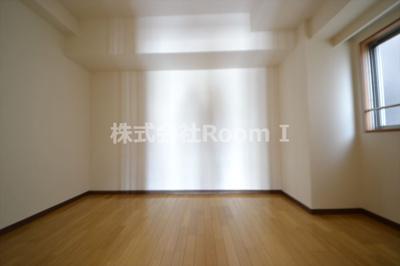 きれいなキッチンです 反転