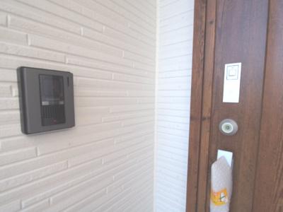 玄関ドアはタッチキーなので毎回鍵を探してさして…という手間がありません♪