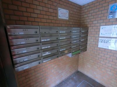 集合ポストです。 郵便物はこちらからお取りください。