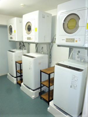 共用洗濯機、乾燥機。シェアハウス本厚木