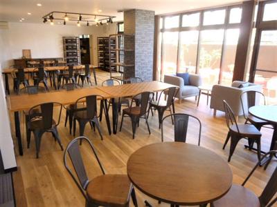共用の広々した食堂スペース。シェアハウス本厚木