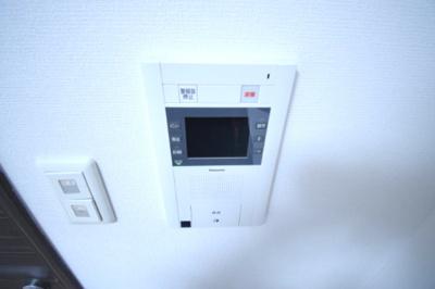 モニター付きのインターホンで安心です。
