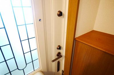 玄関は安心のダブルロック